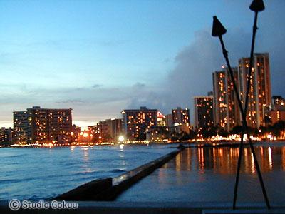 ワイキキビーチ夜景